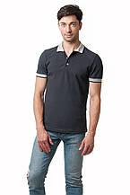 Мужская футболка-поло классического кроя, отложной воротник, манжеты рукавов и пуговки выполнены в светло-сером цвете, темно-серая