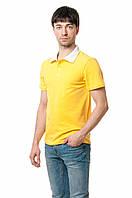 Мужская футболка-поло классического кроя, изюминкой модели являются отложной воротник и пуговки белого цвета, желтая