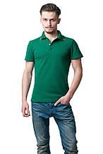 Однотонная мужская футболка-поло классического кроя, освежает модель оранжевая полосочка на вороте, зеленая