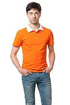 Мужская футболка-поло классического кроя, декором модели являются отложной воротник и пуговки белого цвета, оранжевая