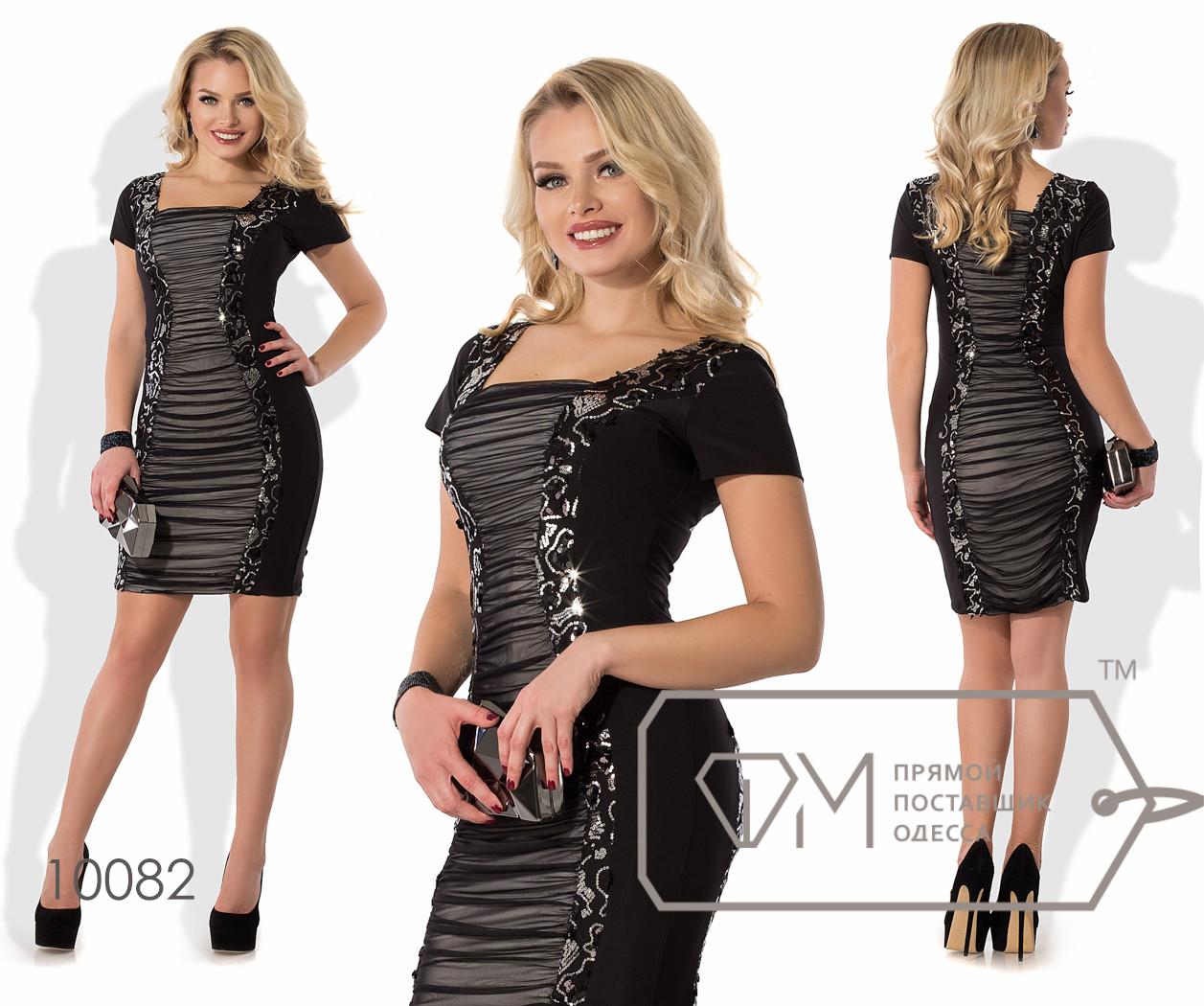 Платье-футляр мини облегающее из микромасла с короткими рукавами, квадратным вырезом и двусторонней контрастной вставкой из сетки с пайетками 10082