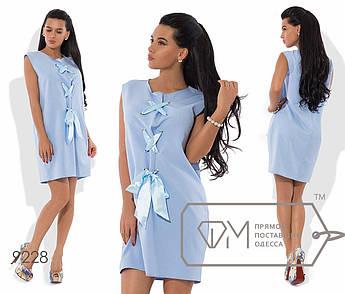 Платье-шифт мини прямое из креп-костюмки без рукавов с крупной шнуровкой лифа на атласной ленте в тон 9228