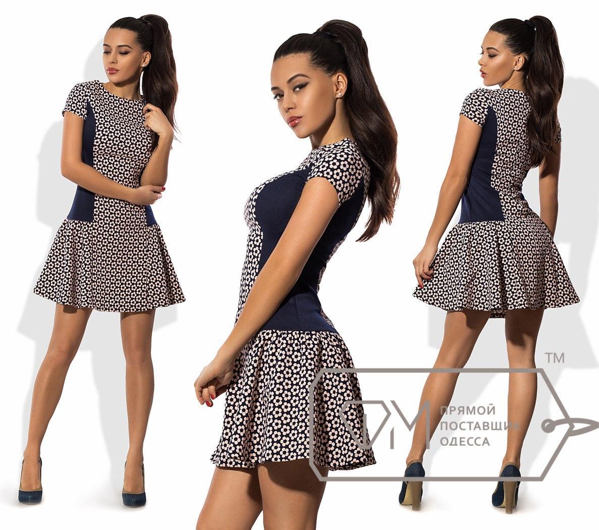 Платье мини в стиле чарльстон из костюмки с заниженной расклешённой юбкой и однотонными боковыми вставками 8598