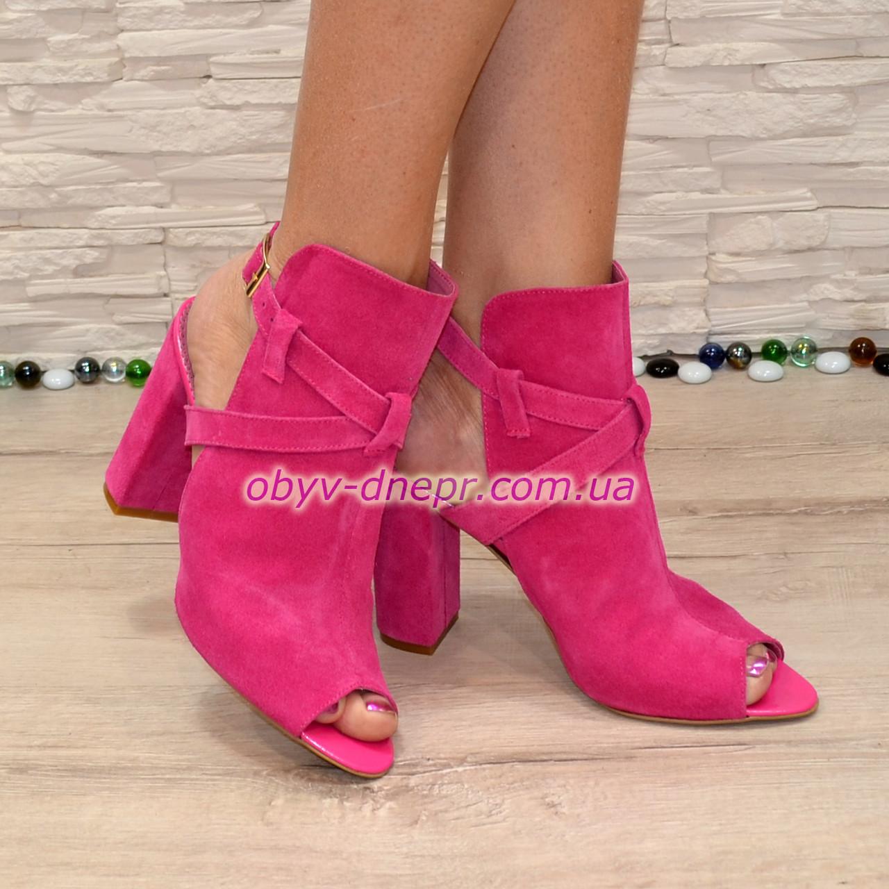 Женские замшевые босоножки на высоком устойчивом каблуке, цвет фуксия