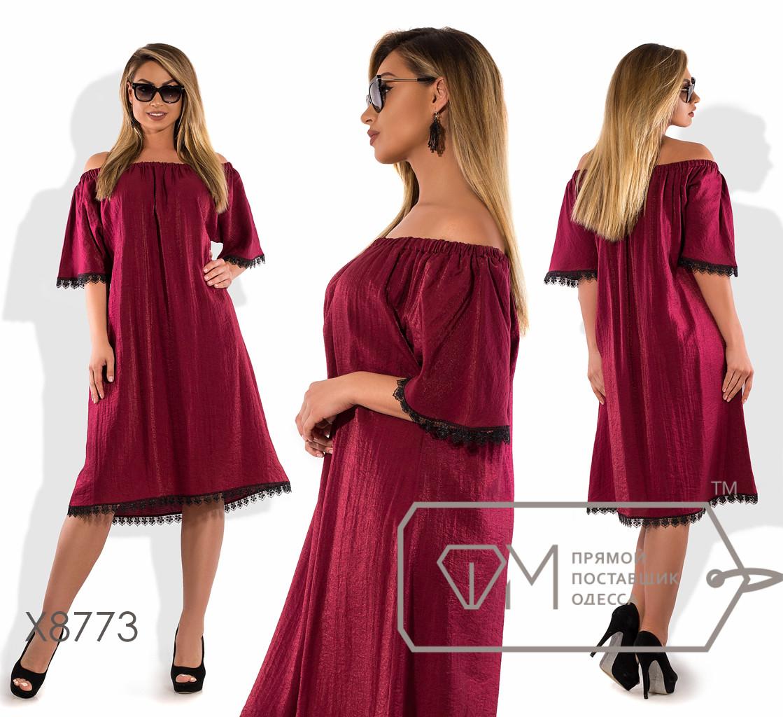 Платье-миди прямого кроя из облегченного льна с рукавами-колокол, вырезом анжелика и контрастной отделкой из кружева на подоле X8773