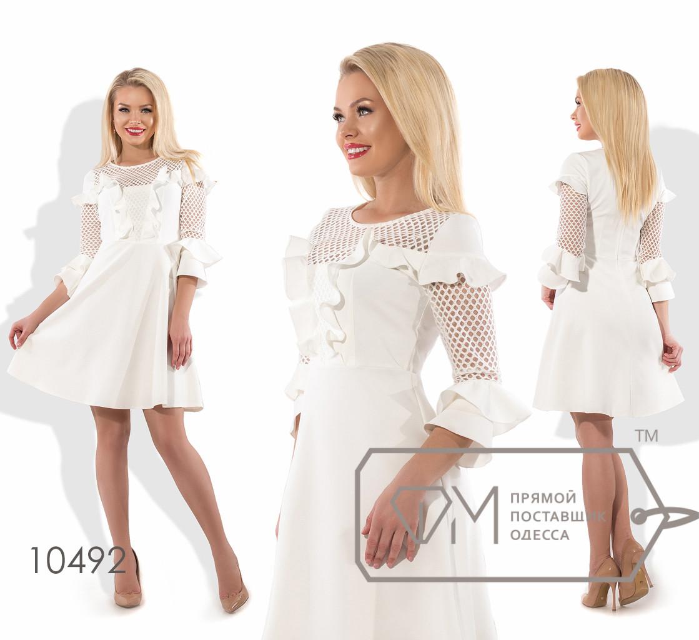 Платье бэби-долл мини из костюмки с облегающим лифом и рукавами 3/4 из сетки, фигурной отделкой лифа оборками и юбкой-солнце 10492