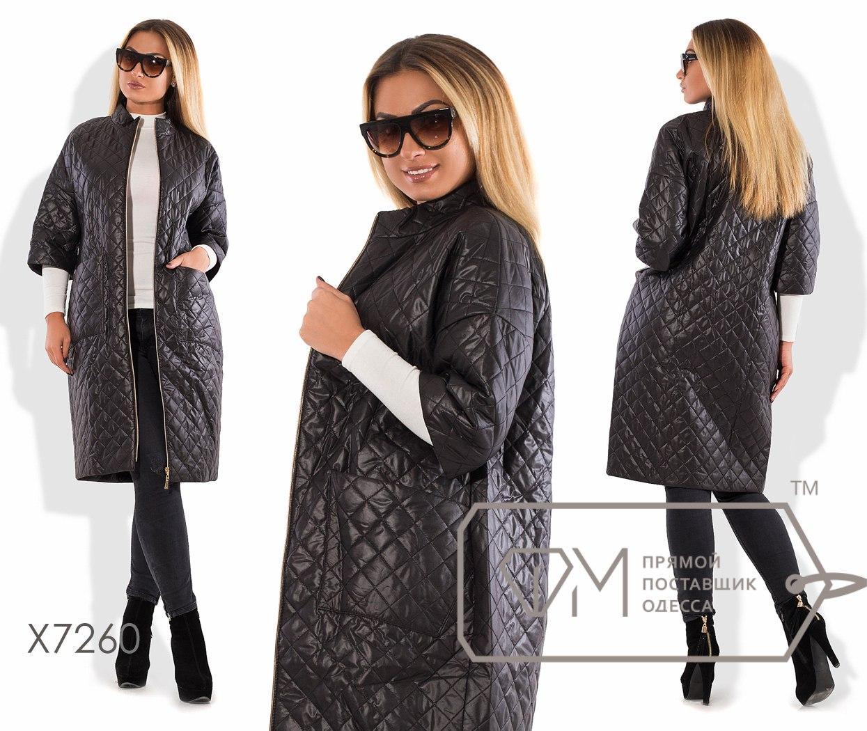 Пальто-кокон из стёганой плащёвки на синтепоне с рукавами 3/4, воротом-стойкой, молнией по всей длине и накладными карманами X7260