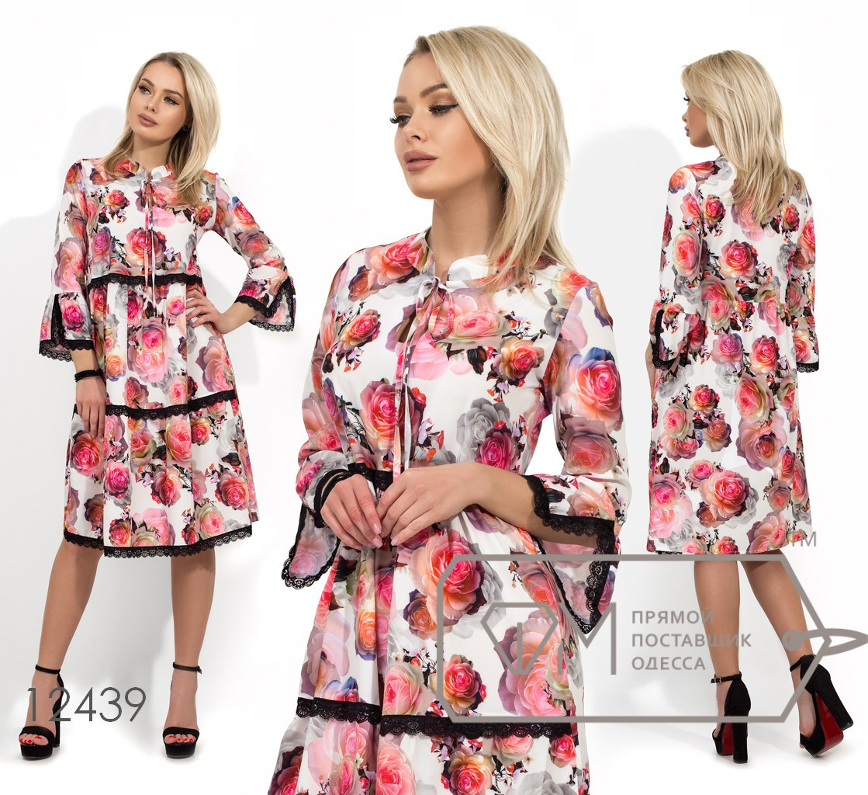 Платье из софта с цветочным принтом, завязкой у горловины и контрастной гипюровой отделкой 12439