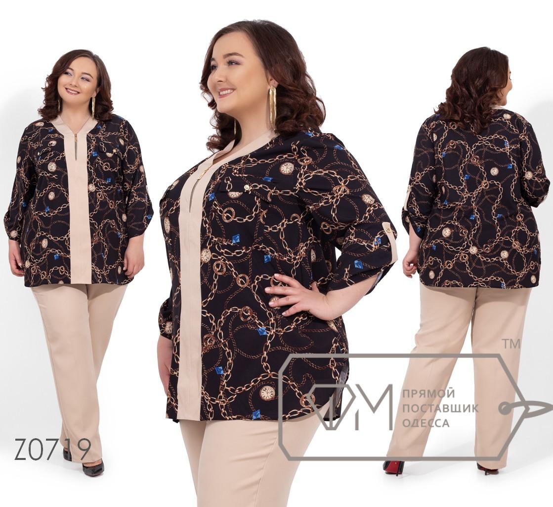 Брючный костюм с удлиненной принтованной блузой из софта, укороченными рукавами на патиках и брюками на резинке с карманами Z0719