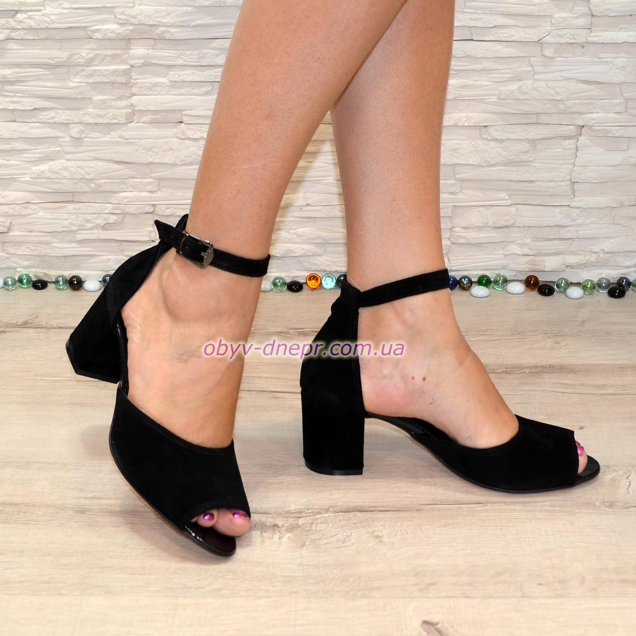 Босоножки женские замшевые на невысоком каблуке, цвет черный