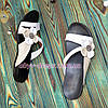 Кожаные женские шлепанцы на низкой подошве с цветочком, фото 4
