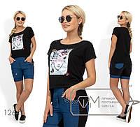 Костюм: футболка с нашивкой, стразами и жемчужинами, шорты на половину из джинса с жемчужной отделкой кармана и нашивками бабочки с жемчужинами 12647