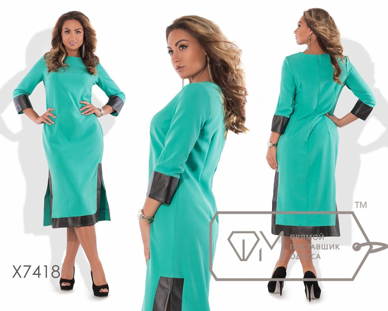 Платье-туника миди прямое из креп-костюмки с рукавами 3/4 и широким кантом экокожи по манжетам, подолу и боковым разрезам X7418