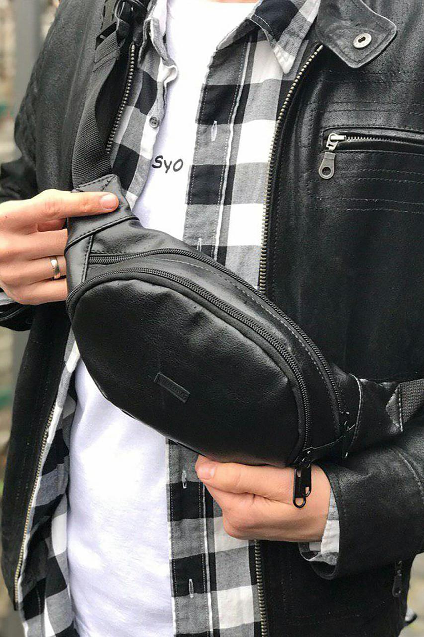 Черная поясная сумка бананка овальной формы из глянцевого кожзама