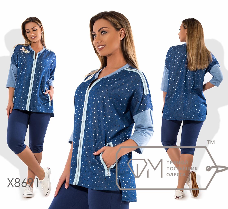 Костюм-двойка с бриджами из двунитки и кофточкой из принтованного летнего джинса с рукавом реглан 3/4 асимметричным подолом и контрастной окантовкой и