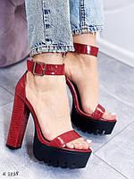 Босоножки женские красные на каблуке 14 см эко- кожа питон, фото 1
