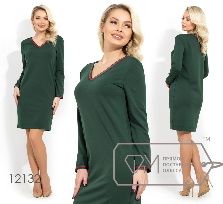 Платье-мини прямого кроя из трикотажа алекс с контрастной отделкой на V-образном вырезе и манжетах 12132