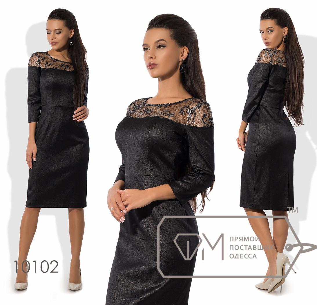 Платье-футляр миди приталенное из атласа с рукавами 3/4, шлицей, вытачками на лифе и его двусторонним верхом из гипюра 10102