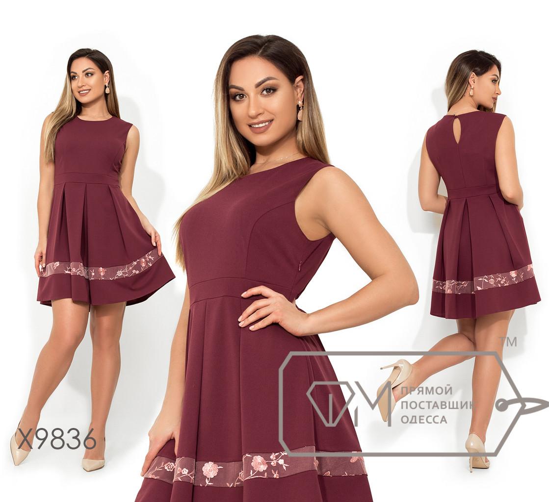 Короткое платье без рукавов с отрезной талией, вставкой из сетки+вышивка на юбке в складку X9836