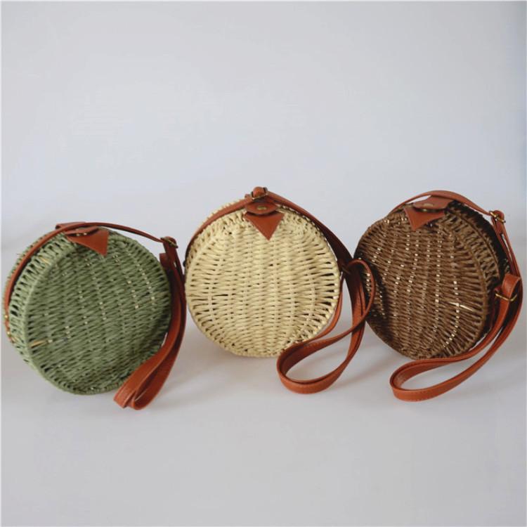 Женская круглая плетеная сумочка кросс-боди с ремешком коричневого цвета, фото 6