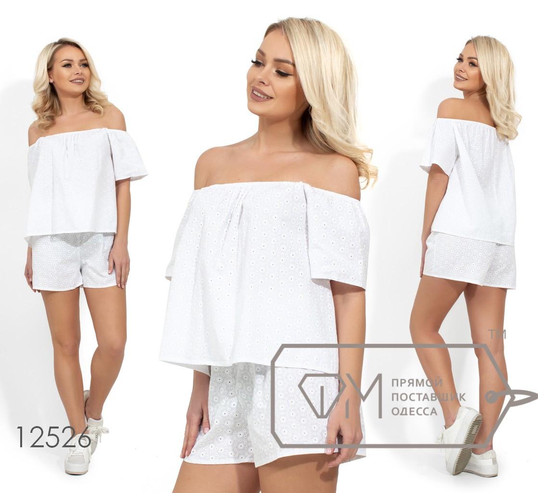 Летний комплект из прошвы, блуза с открытыми плечами и расклешенная от груди, шорты средней посадки на резинке 12526