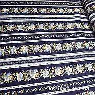 52005 Строгий орнамент. Полоса из цветов на синем. Квилтинговые ткани для шитья и рукоделия., фото 3
