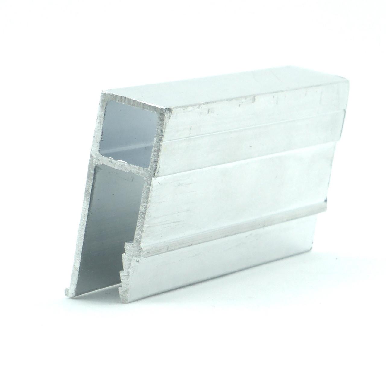 Профиль алюминиевый - П-образный. Длина профиля 2,5 м.