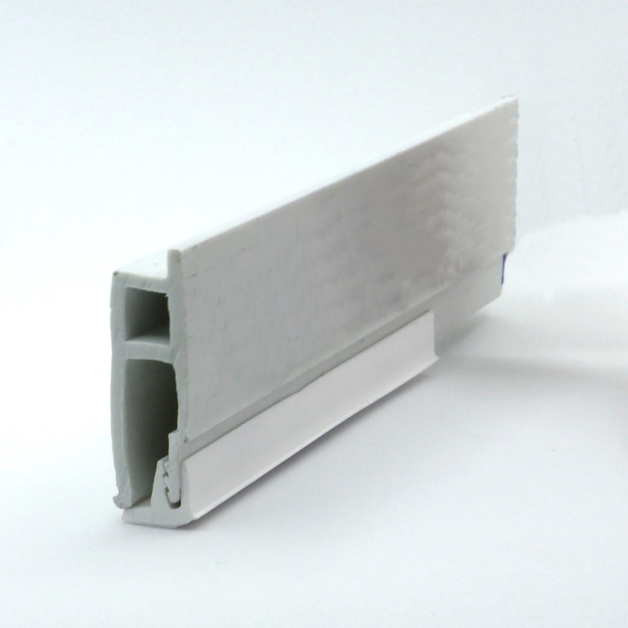 Профиль пластиковый для натяжных потолков - с бортиком. Длина профиля 2,5 м.