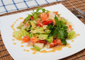 Салат из семги с овощами и приправой мирин от ТМ DanSoy