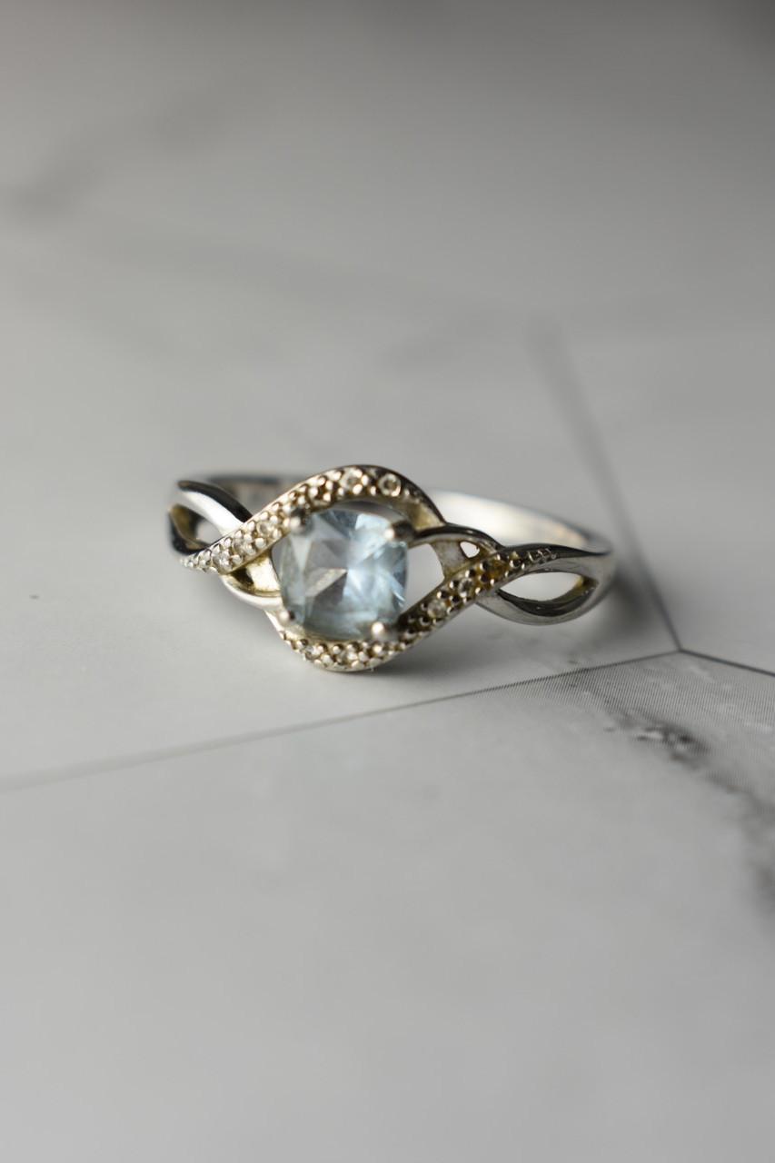 Серебряное кольцо с камнем Голубая Шпинель и фианитами