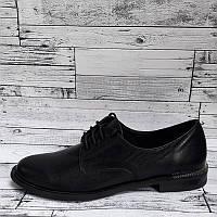 Женские туфли на низком каблуке черного цвета