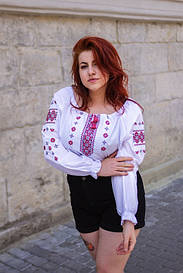 Красивая вышитая блуза Дива