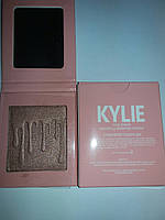 Хайлайтер для лица Kylie Jenner Pressed Illuminating Powder Strewberry Shortcake
