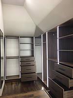 Гардеробная комната на заказ с подсветкой и ящиками