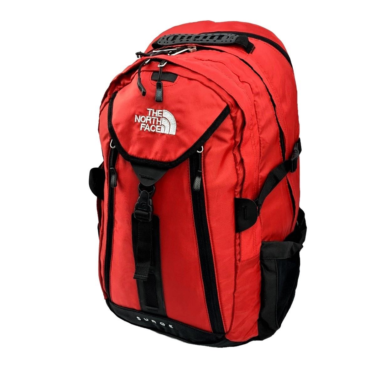 Городской рюкзак The North Face Surge 33L красного цвета с отделением для ноутбука