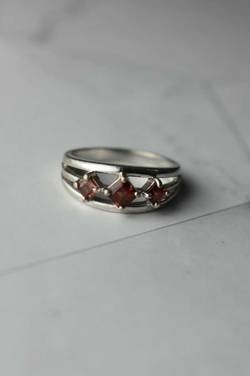 Серебряное кольцо 925 проба с Гранатом * 3 Граната*