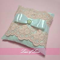 Свадебная подушечка для колец кружевная ажурная розовая пудровая