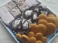 Набор сладостей медово имбирные пряники, маршмэллоу с шоколадом и смородиной, шоколадное печенье