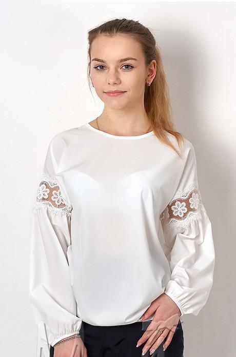 Нарядная блузка для девочки белого цвета