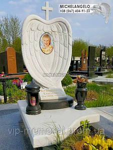 Детский мраморный памятник с крыльями