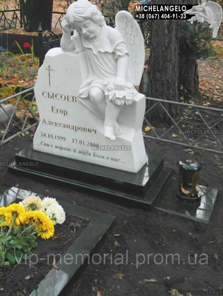 Памятник детский из мрамора с ангелом