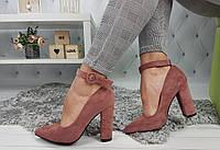 Женские туфли-лодочки на каблуке с чокером, пудровые, материал - эко-замша, код SL-1027