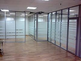 Офисные перегородки из алюминия с матовыми полосками