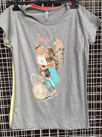 Легкая воздушная женская футболка из хлопка с рисунком - девушка с ребенком, фото 2