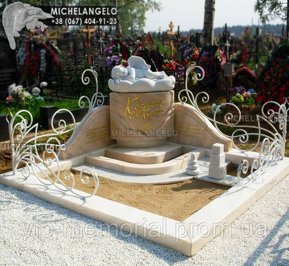 Памятник детский из мрамора со скульптурой