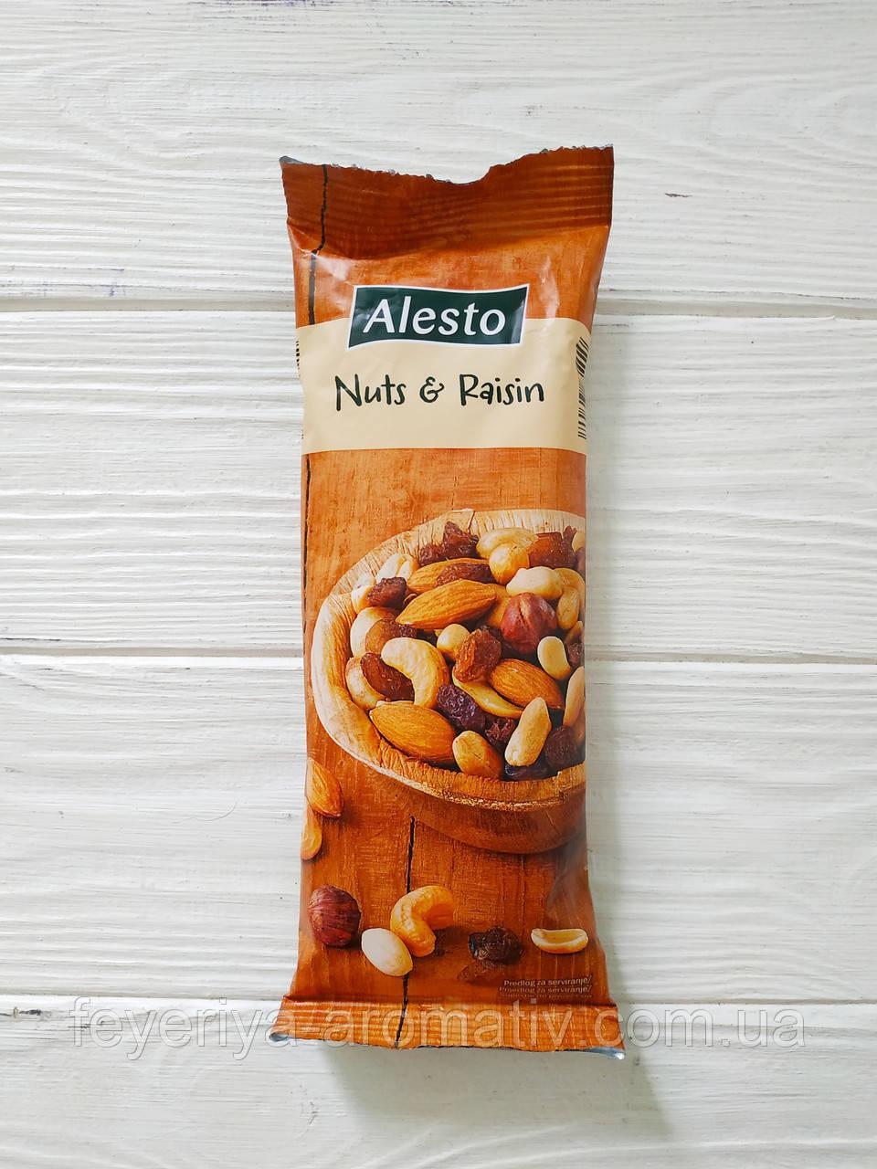 Смесь изюма с орехами Alesto Nuts&Raisin 100гр (Италия)