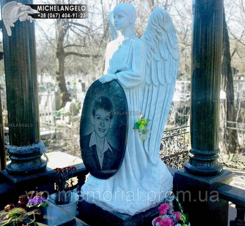 Памятник детский с ангелом из мрамора