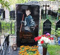 Памятник детский из гранита и цветным портретом