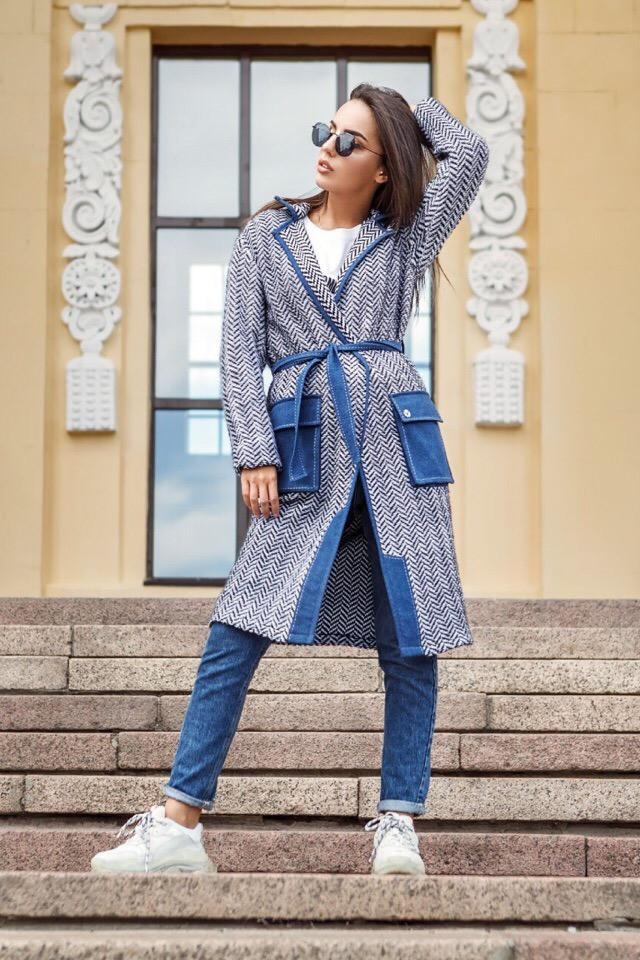 Стильное вязаное пальто с притном елочка