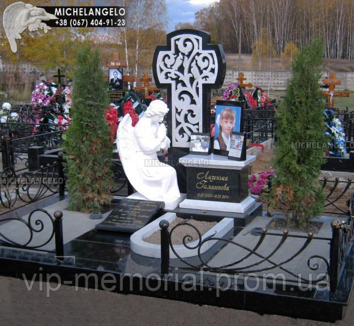 Памятник детский с гранитным крестом и портретом